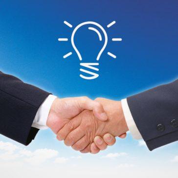 握手の手の上の電球イラスト